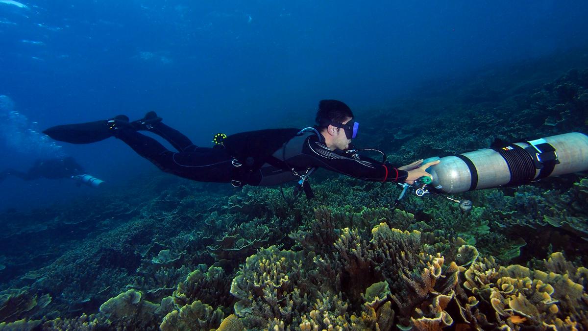 Sidemount in open water