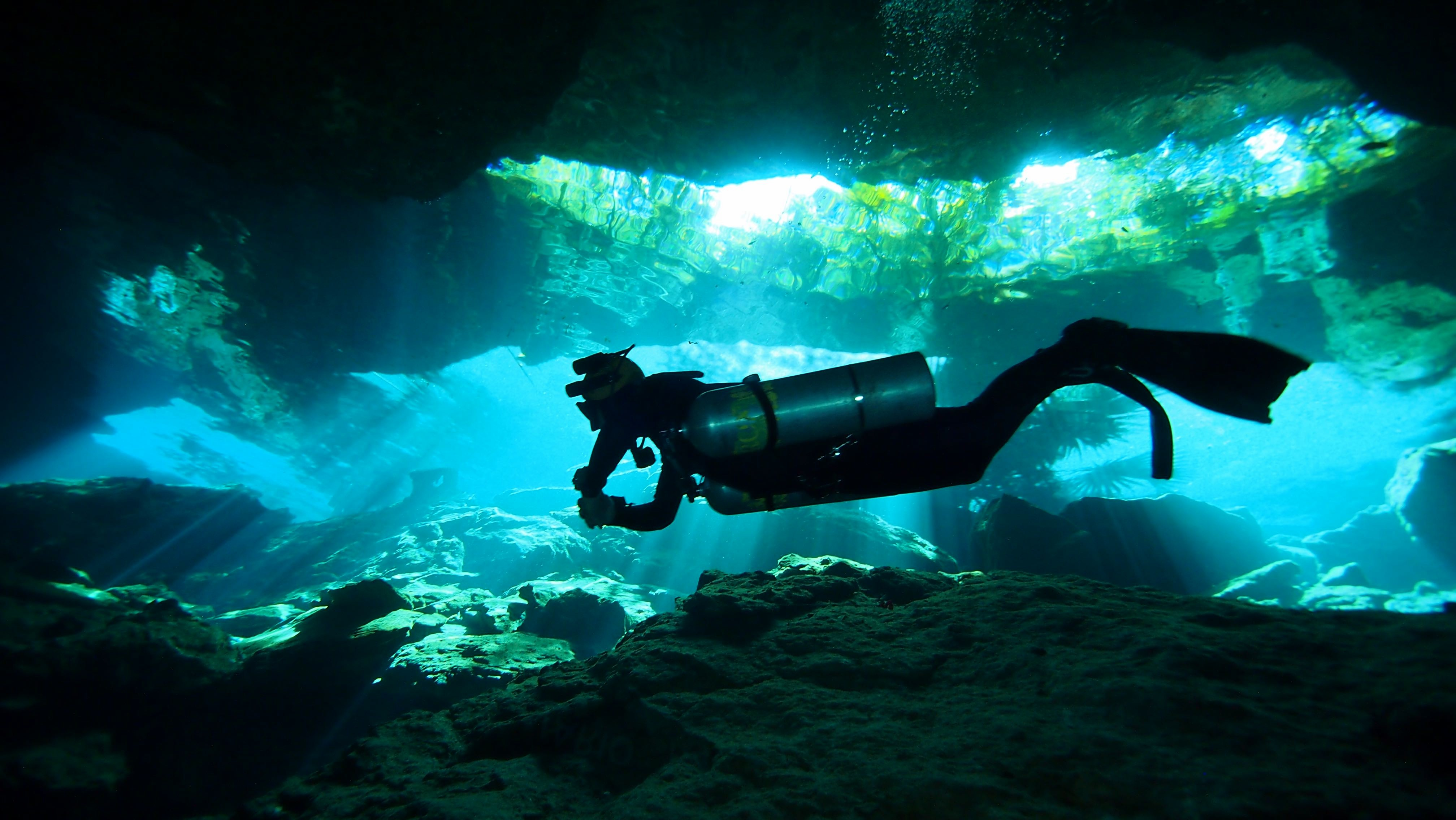 Sidemount in caves
