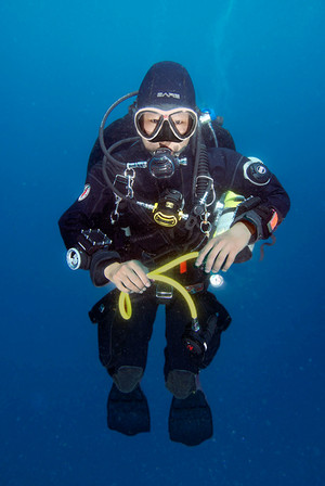 Dry suit diver gas switch