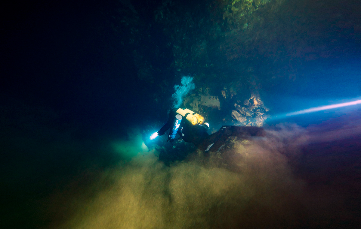 Cave diving in China