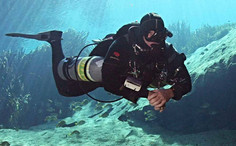 Sidemount diving in two-tank configuration.