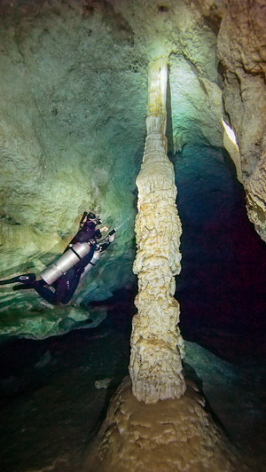 Sidemount diver inspecting a column