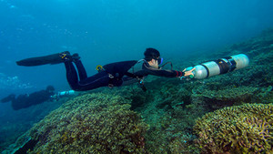 Sidemount diver pushing the cylinders