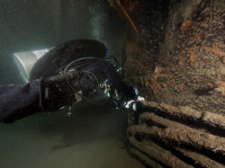 Wreck diver tying line