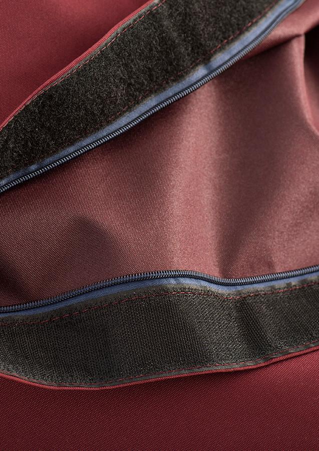 En plus des caractéristiques de notre ancienne collection, notre nouveau tissus est imperméable, une protection intérieure de polyuréthane a été ajoutée, il est hydrofuge, ininflammable(ignifuge) et résistant aux UV. Notre tissu est utilisé notamment dans le milieu militaire et nautique.