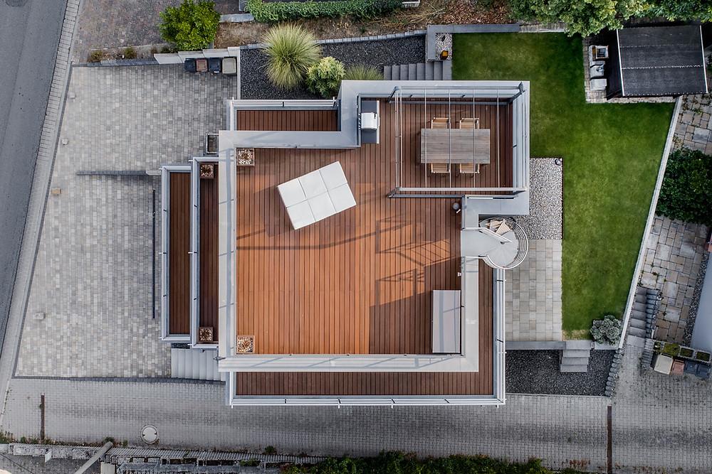 Architekturfotografie und Luftaufnahmen eines EFH in Frankfurt am Main.