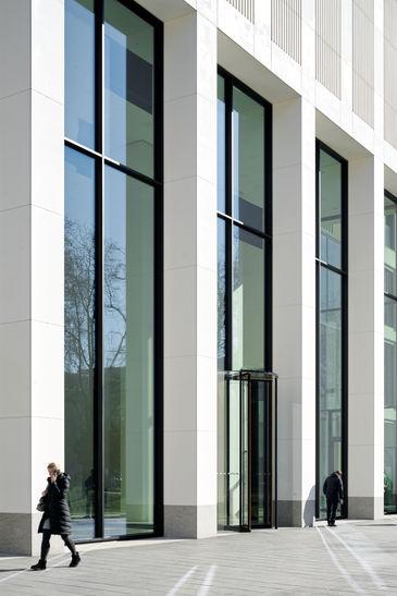Architekturfotografie des TaunusTurm Frankfurt am Main