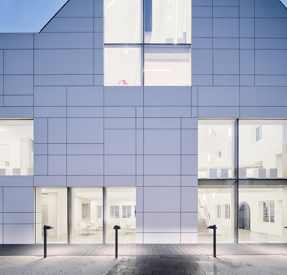 Architekturfotografie bei Dämmerung zeigt das Museum Goldener Engel in Baumholder
