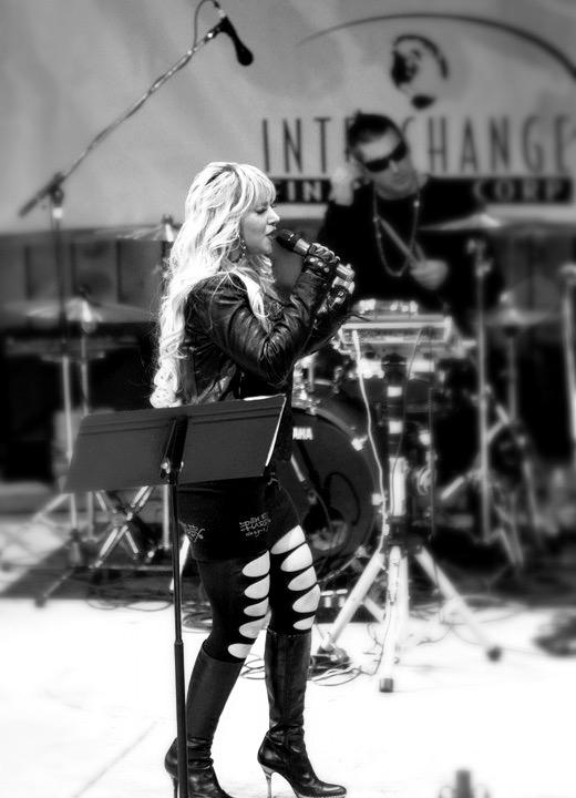 kandi persian singer in concert