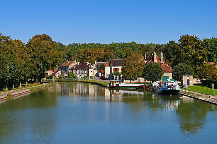 tanlay-canal-bourgogne.1482908.w740