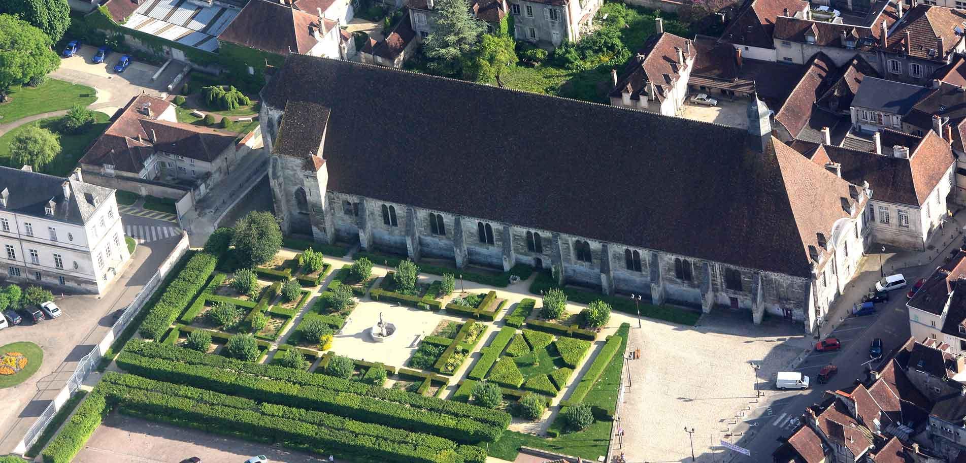 L'Hôtel-Dieu et les jardins