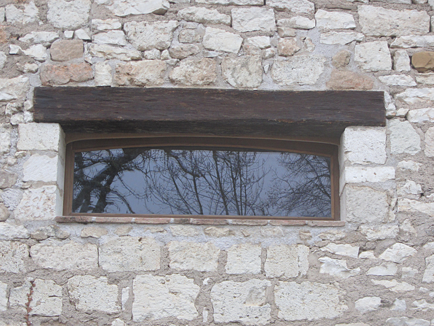 Curved window frame