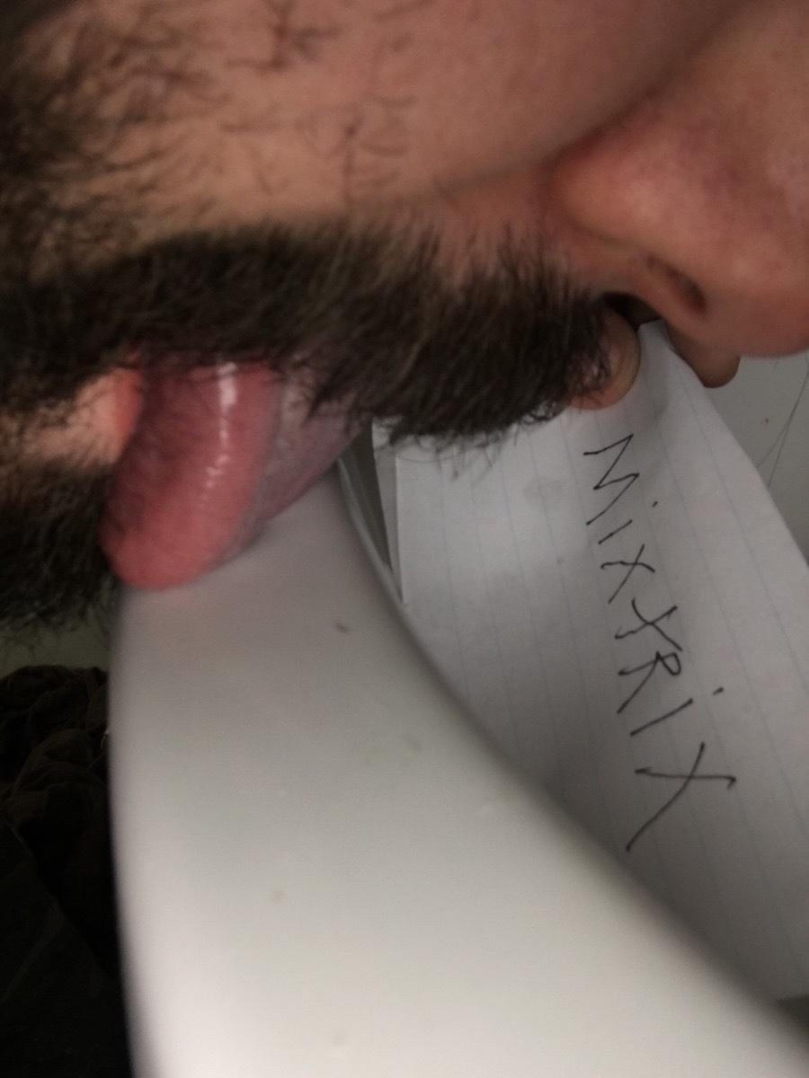 toilet tounguer