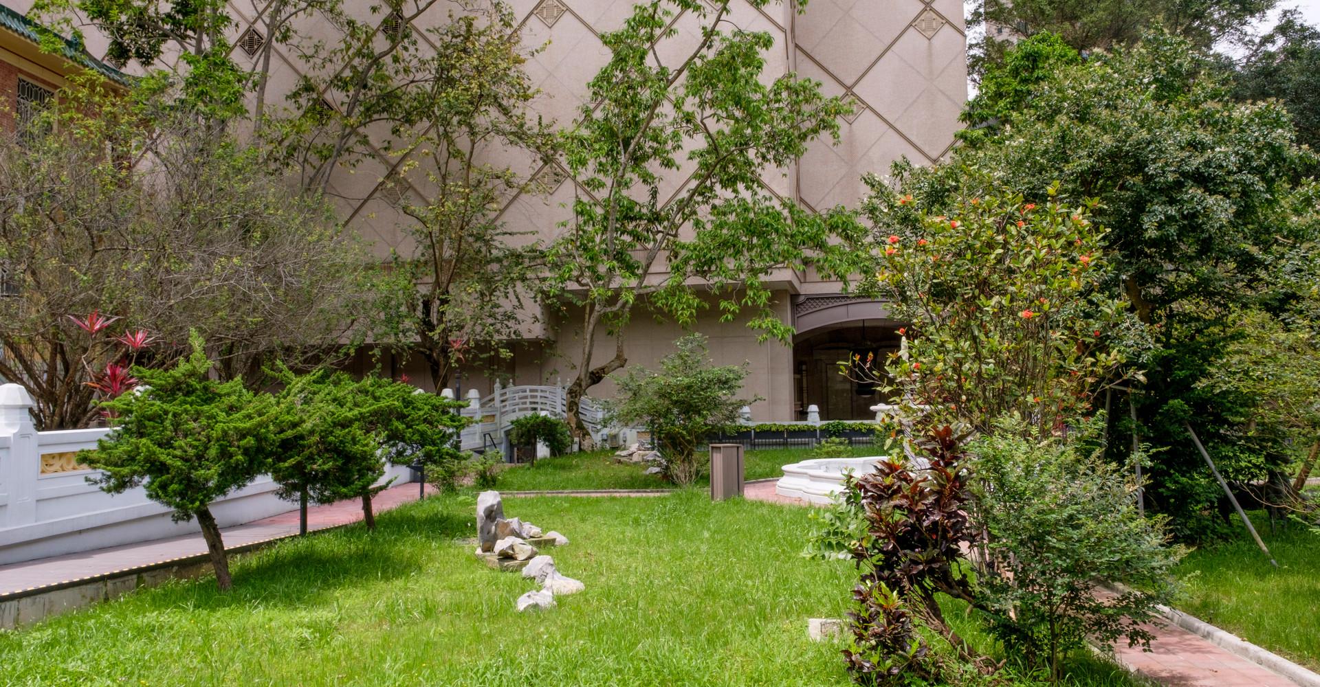 Free admission to Garden Area
