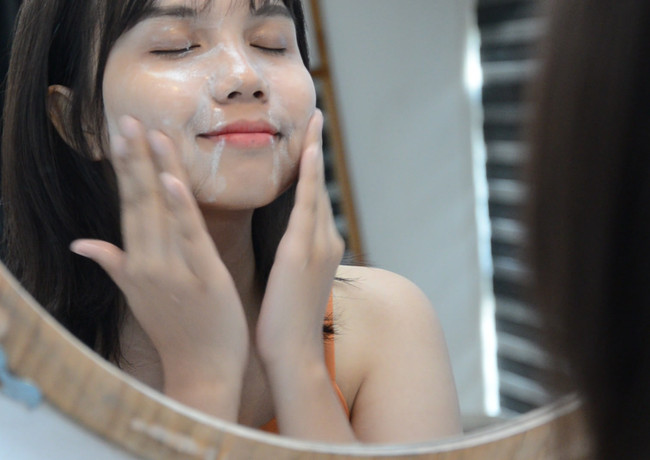 How to use Oil to milk make up removing cleanser
