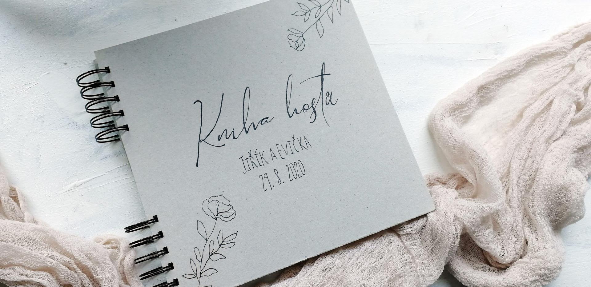 Svatební kniha s ručně kreslenou titulkou
