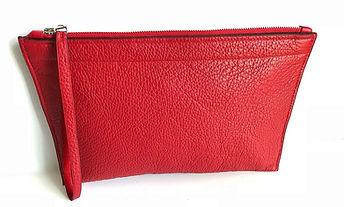 Pochette taurillon rouge réalisée par David Colin, artisan maroquinier