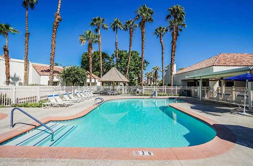 resort-features_pooljpg