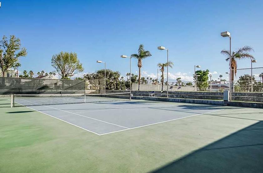 resort-features_tennis-courtjpg