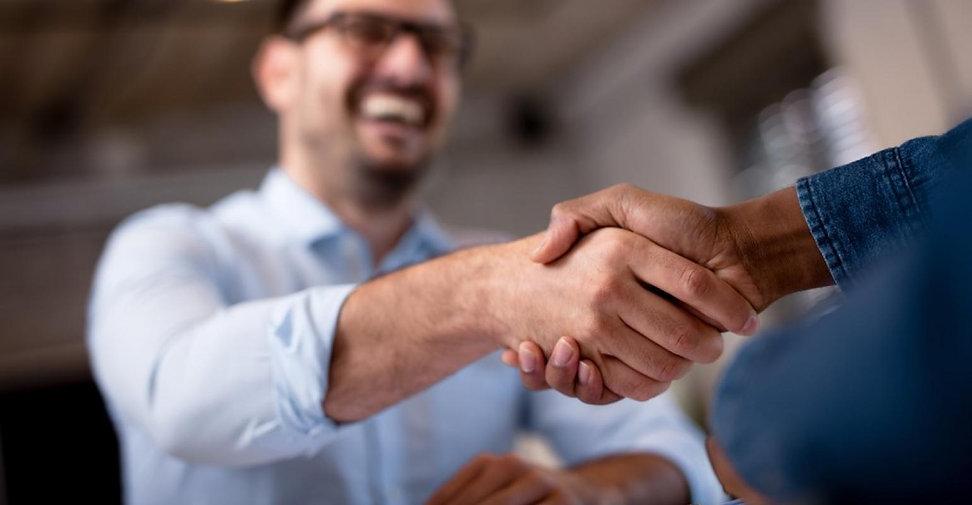 Man-Smile-Handshake.jpg?itok=p8OFxnwf.jp