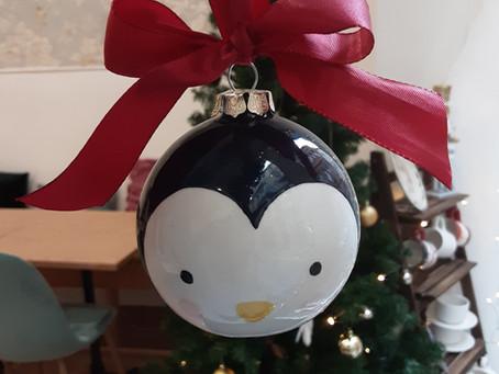 Tuto de peinture sur céramique : la boule de Noël pingouin et bonhomme de neige