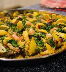 Paella cu fructe de mare