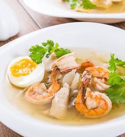 Supă din stoc de pui cu crevete de tigru, piept de pui, țelină și coriandru 🍲🍲