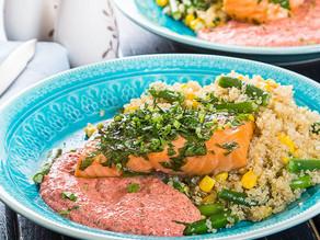 File de somon californian cu quinoa, legume și sos