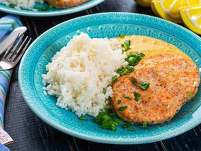 Gustare din Somon și ricotta  cu orez, sos cremos de curry și ceapă verde