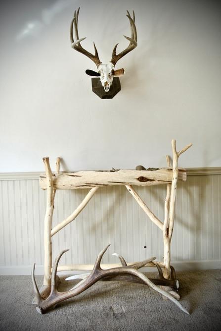 Cedar Display Stand & White Tail Mount
