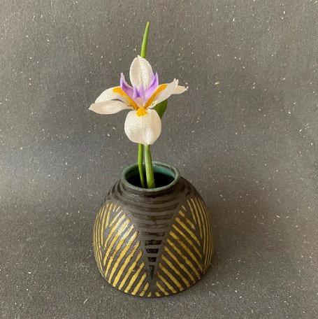 Leaf Vase in Butter & Black