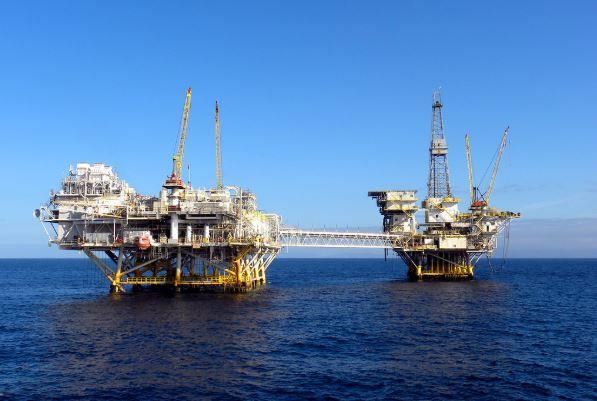 استخراج النفط من البحار