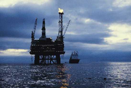 هبوط أسعار النفط نتيجة بيانات تفيد بزيادة كبيرة للمخزونات الأميركية