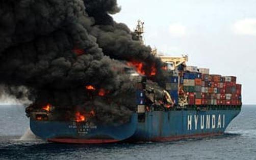 إحتراق ناقلة نفط في مياه الخليج العربي