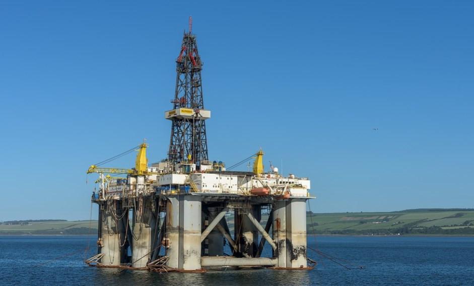 إيران تنفي تقديم امتيازات طويلة الأمد وخصومات على مبيعات النفط للصين
