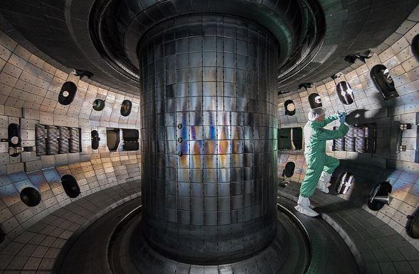 مفاعل انصهار tokamak تجريبي تديره General Atomics في سان دييغو