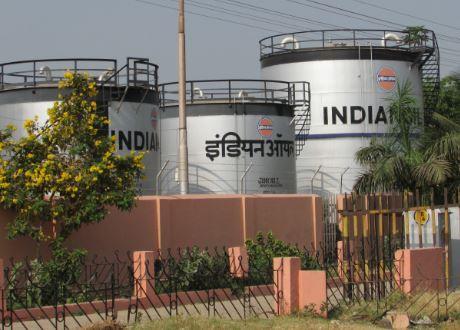 لِمَ تقوم أرامكو السعودية بتخزين ملايين الأطنان من النفط في الهند؟