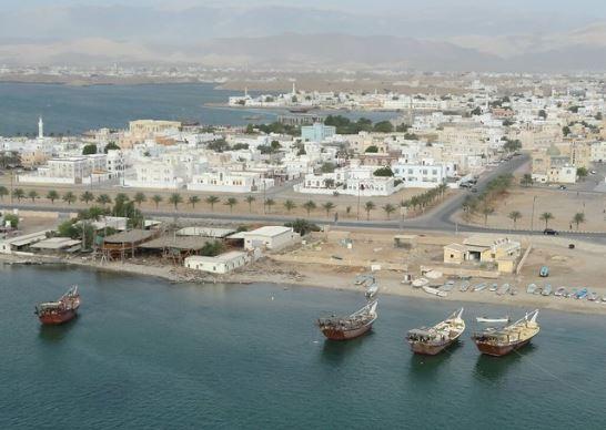 سلطنة عمان تبيع جزء من شركة كهرباء لمشتر صيني ضمن سلسلة بيع أصول لها بهدف دعم خزائنها