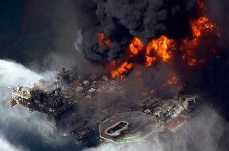 الحرائق و الانفجارات في المنشآت النفطية