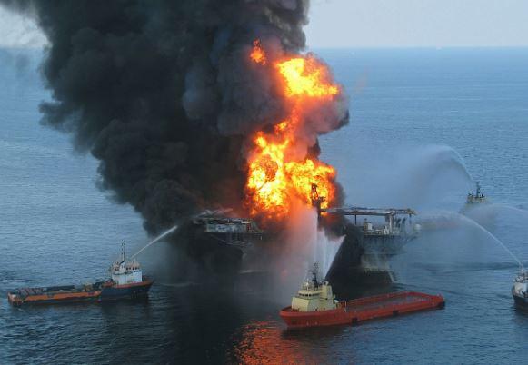 كارثة «ديب ووتر هورايزن».. قصة انفجار محطة نفط في خليج المكسيك
