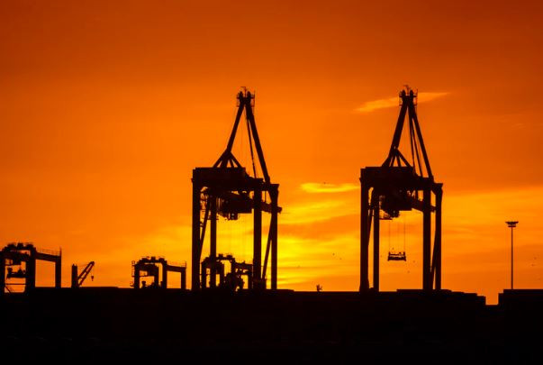 توقعات بهبوط سعر النفط ليصل الى 50 دولارا للبرميل عند حلول عام 2020