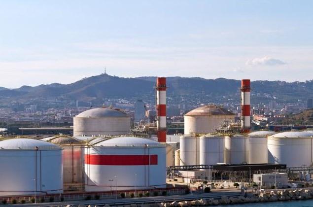 النفط يتراجع بنسبة أكبر من 1% بسبب في ظل الحرب التجارية بين الصين والولايات المتحدة