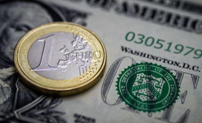 """مصطلح """"بترويورو"""" وتأثيره على قوة الدولار الأمريكي"""