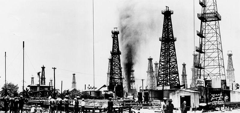 من هم أول من اكتشف النفط؟ وكيف تم اكتشافه في الدول العربية؟