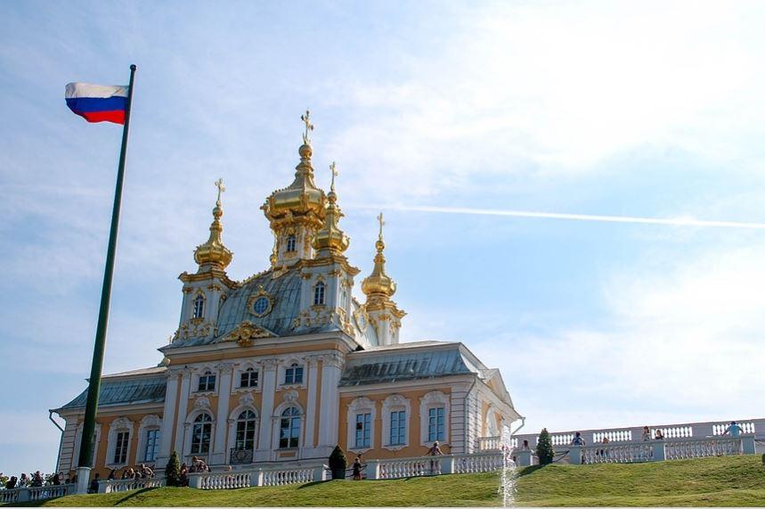 روسيا تدرس استخدام عملات بدائل للدولارفي صفقات الطاقة