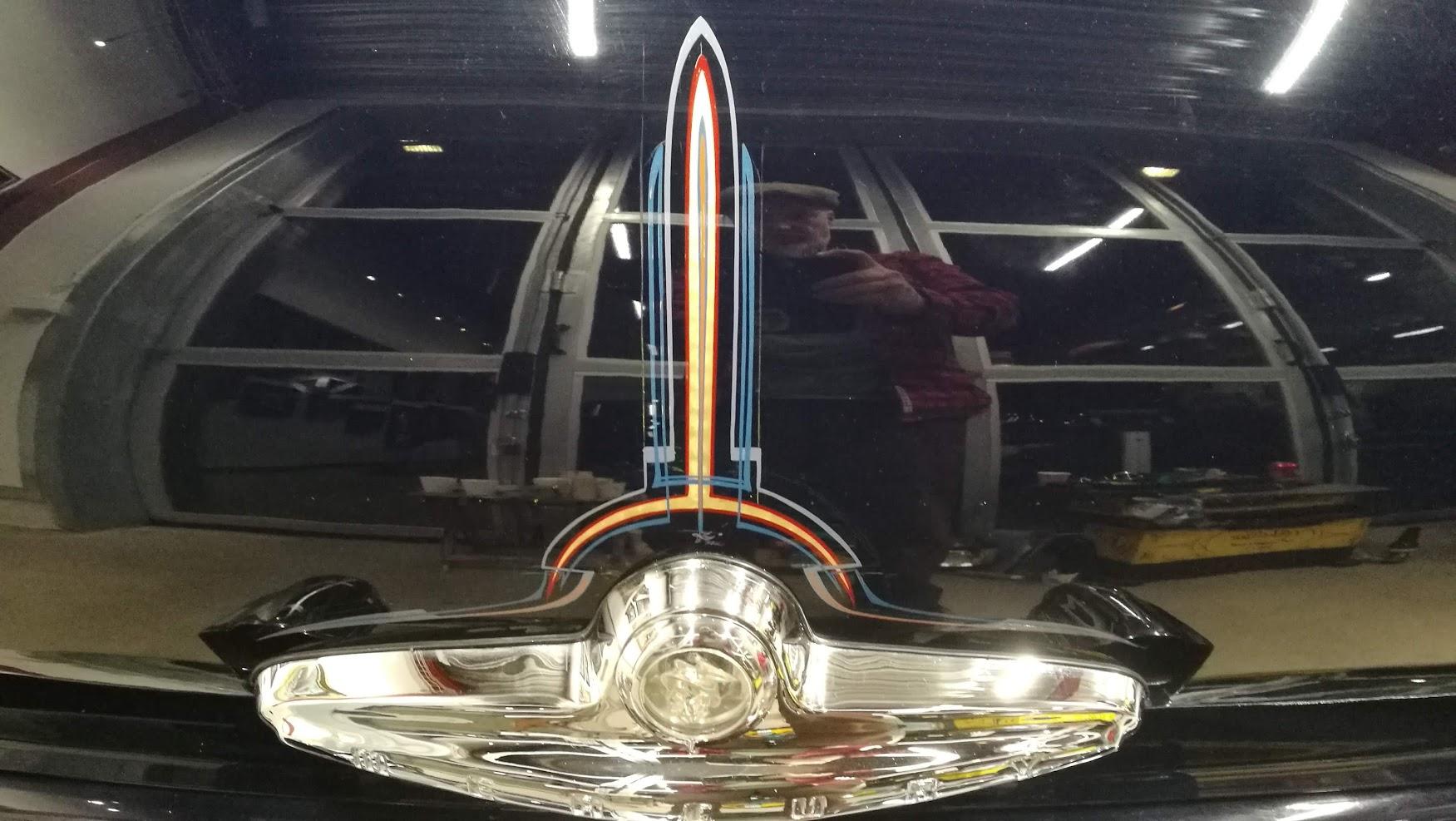 Art Deco- style stripes