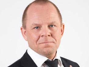 Fyrispurningur um koyrikort, settur Jørgeni Niclasen