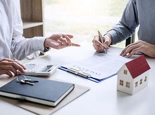 broker-agent-presenting-consult-customer