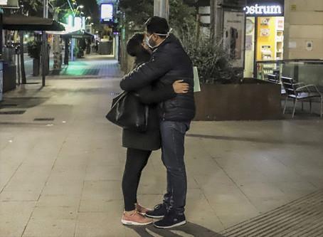 Coronavirus în Spania | ¿Cuándo volveremos a besarnos?