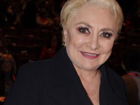 De dama de hierro a mujer florero: dimite Viorica Dăncilă
